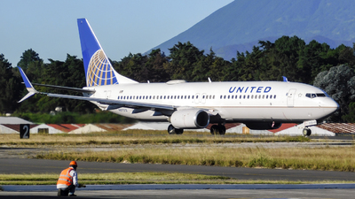 N87512 - Boeing 737-824 - United Airlines