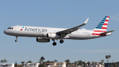 A picture of N137AA - Airbus A321231 - American Airlines - © Yixin Chen