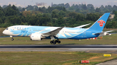 A picture of B2736 - Boeing 7878 Dreamliner - China Southern Airlines - © diqin265