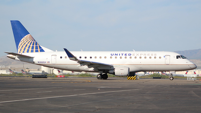 A picture of N200SY - Embraer E175LR - United Airlines - © Charlie Ramirez