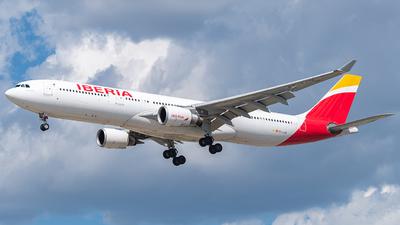 A picture of ECLUK - Airbus A330302 - Iberia - © Miles Aronovitz