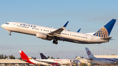 A picture of N38473 - Boeing 737924(ER) - United Airlines - © Davin Amy