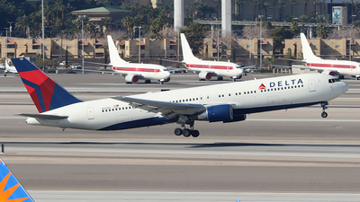 N130DL - Boeing 767-332 - Delta Air Lines