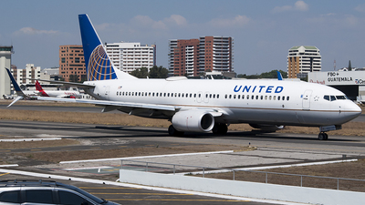 A picture of N86534 - Boeing 737824 - United Airlines - © Brian Boche