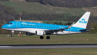 A picture of PHEXS - Embraer E175STD - KLM - © Alexander Jeglitsch