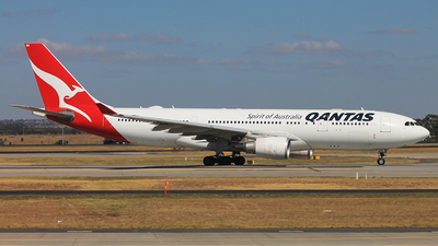 VH-EBB - Airbus A330-202 - Qantas