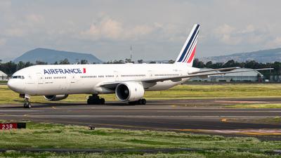 A picture of FGSQI - Boeing 777328(ER) - Air France - © Arturo Quintero