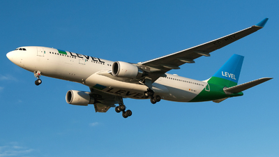 EC-MOY - Airbus A330-202 - Level