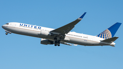 A picture of N672UA - Boeing 767322(ER) - United Airlines - © David W. Wilson
