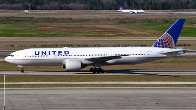 A picture of N781UA - Boeing 777222 - United Airlines - © Rocky Wang