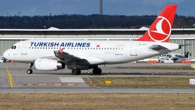 A picture of TCJLS - Airbus A319132 - Turkish Airlines - © Krisztian Hertfelder