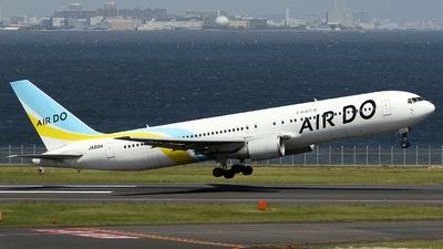 A picture of JA601A - Boeing 767381 - Air Do - © TRAVAIR