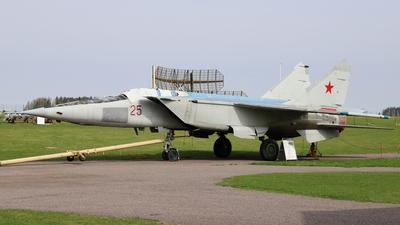 25 - Mikoyan-Gurevich MiG-25RBS Foxbat-D - Soviet Union - Air Force