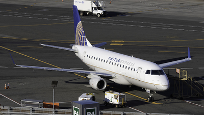 A picture of N856RW - Embraer E170SE - United Airlines - © Sebastian C