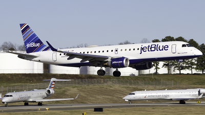 A picture of N358JB - Embraer E190AR - JetBlue Airways - © Thomas Morrison