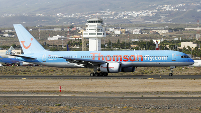 G-BYAU - Boeing 757-204 - Thomson Airways