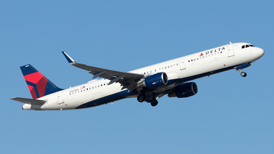 A picture of N369DN - Airbus A321211 - Delta Air Lines - © Yixin Chen