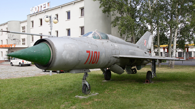 7101 - Mikoyan-Gurevich Mig-21PFM Fishbed - Poland - Air Force