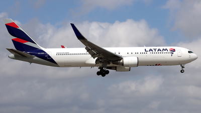 A picture of CCCXH - Boeing 767316(ER) - LATAM Airlines - © Eddie Heisterkamp