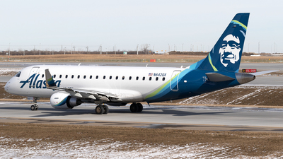 A picture of N642QX - Embraer E175LR - Alaska Airlines - © Mike MacKinnon