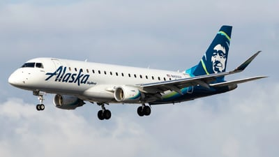 A picture of N405SY - Embraer E175LR - Alaska Airlines - © Brandon Ravelo