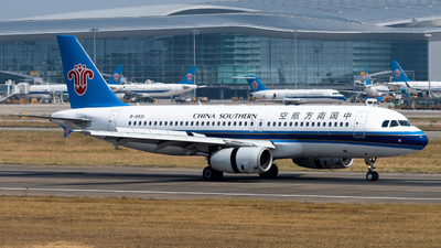 A picture of B9931 - Airbus A320232 - China Southern Airlines - © miCHAel TAN