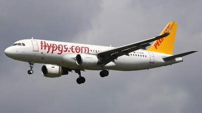 A picture of TCDCM - Airbus A320214 - Pegasus Airlines - © Holger Eultgen