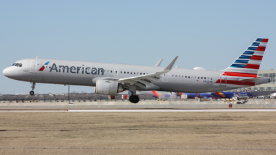 A picture of N403AN - Airbus A321253NX - American Airlines - © Graham H