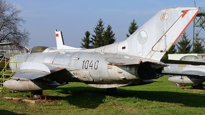 1040 - Mikoyan-Gurevich MiG-19PM Farmer - Czechoslovakia - Air Force