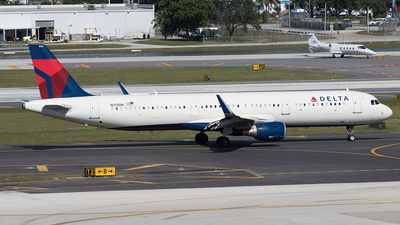 A picture of N312DN - Airbus A321211 - Delta Air Lines - © Yixin Chen