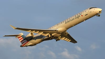 A picture of N577NN - Mitsubishi CRJ900LR - American Airlines - © DJ Reed - OPShots Photo Team