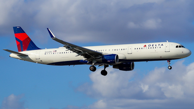 A picture of N342DN - Airbus A321211 - Delta Air Lines - © wilfredo torres