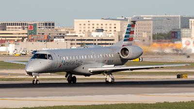 A picture of N933JN - Embraer ERJ145LR - American Airlines - © Ben Suskind