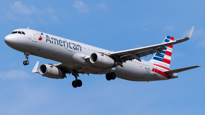 A picture of N120EE - Airbus A321231 - American Airlines - © Evan Dougherty