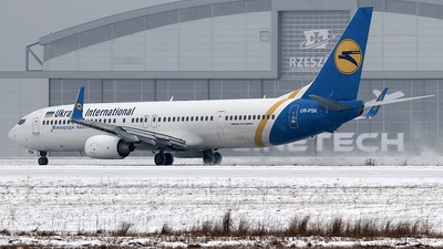 UR-PSK - Boeing 737-94XER - Ukraine International Airlines