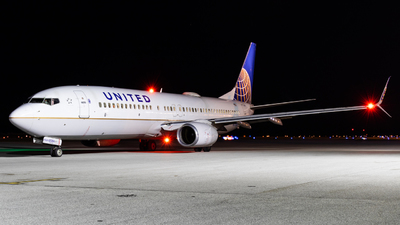 N33284 - Boeing 737-824 - United Airlines