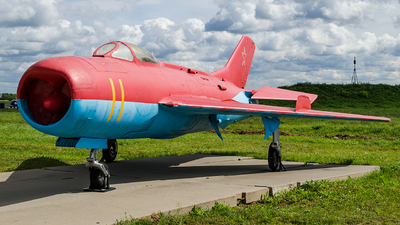 11 - Mikoyan-Gurevich MiG-19P Farmer D - Soviet Union - Air Force
