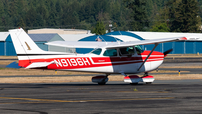 A picture of N9196H - Cessna 172M Skyhawk - [17266008] - © Nick Sheeder