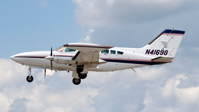 A picture of N4169G - Cessna 402B - [402B1215] - © Jeremy D. Dando
