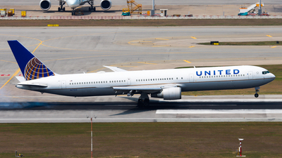 A picture of N67052 - Boeing 767424(ER) - United Airlines - © Chow Kin Hei - AHKGAP