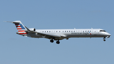 A picture of N959LR - Mitsubishi CRJ900LR - American Airlines - © DJ Reed - OPShots Photo Team