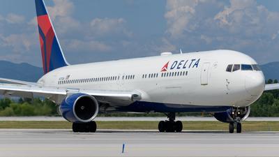 A picture of N175DN - Boeing 767332(ER) - Delta Air Lines - © Boyko Valchev