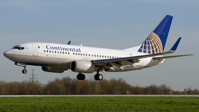 N13750 - Boeing 737-724 - Continental Airlines