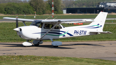 PH-STW - Cessna 172R Skyhawk II - Private