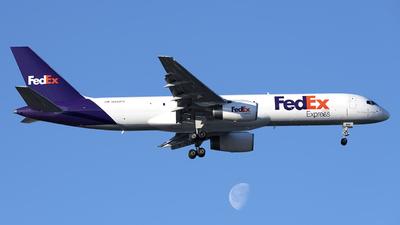 A picture of N942FD - Boeing 757225(SF) - FedEx - © Mark Szemberski