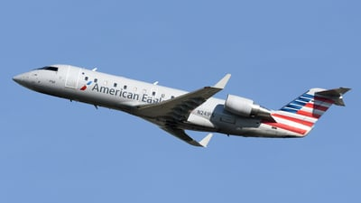 A picture of N241PS - Mitsubishi CRJ200ER - American Airlines - © DJ Reed - OPShots Photo Team