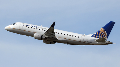 A picture of N721YX - Embraer E175LR - United Airlines - © John Mageropoulos