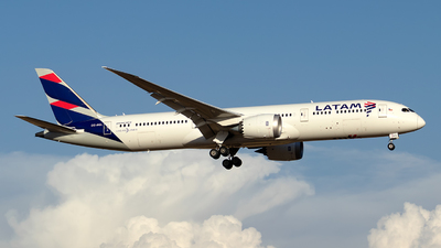A picture of CCBGL - Boeing 7879 Dreamliner - LATAM Airlines - © MartinezRoe7