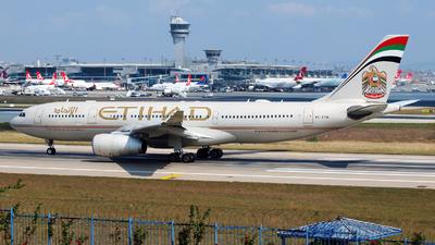 A6-EYQ - Airbus A330-243 - Etihad Airways