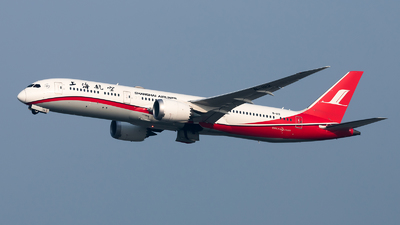 A picture of B1112 - Boeing 7879 Dreamliner - Shanghai Airlines - © Lazy Clutch